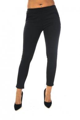 Μονόχρωμο μαύρο παντελόνι-κολάν με τσεπάκια και φαρδύ λάστιχο στη μέση