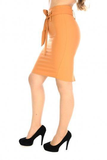 Μουσταρδί ψηλόμεση φούστα γραφείου με ζώνη στη μέση και σκίσιμο ... 895d08ef6a7