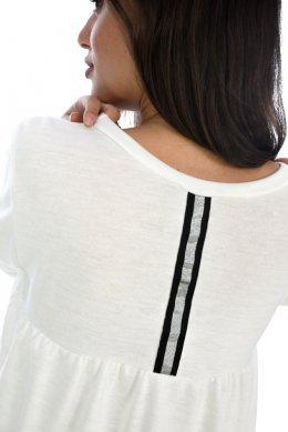 Μαύρη ψηλόμεση φούστα γραφείου με ζώνη στη μέση και σκίσιμο. €15.99 €10.00.  Προσφορα! Μπλούζα με πολύ εντυπωσιακή πλάτη c6c4b48729d