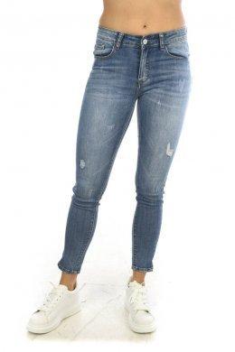 Τζιν μπλε παντελόνι με τύπου ξέφτια, μικρά μπαλώματα και τύπου ξεβάματα λευκά
