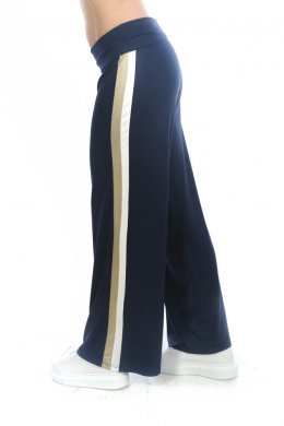 Μπλε παντελόνα με διλή ρίγα στο πλάι σε χρυσό και λευκό χρώμα.