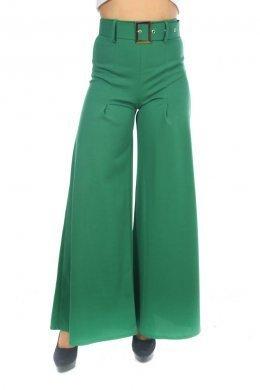 Πράσινη παντελόνα καμπάνα με ζώνη με αγκράφα στη μέση.