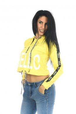 """Κίτρινο μπλουζάκι τύπου κοντό φούτερ με τύπωμα """"HELLO"""" μπροστά και κουκούλα."""