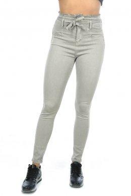 Γκρι παντελόνι τύπου τζιν ψηλόμεσο, με λεπτομέρεια και ζωνάκι στη μέση
