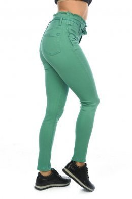 Πράσινο παντελόνι τύπου τζιν ψηλόμεσο, με ζωνάκι στη μέση