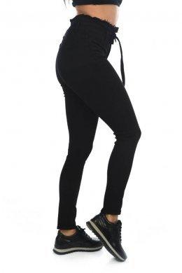 Μαύρο παντελόνι τύπου τζιν ψηλόμεσο, με λεπτομέρεια και ζωνάκι