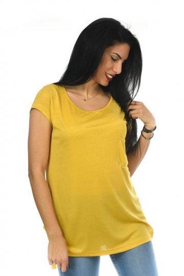 Μονόχρωμη κοντομάνικη μπλούζα με τσεπάκι στο μπούστο και χαμόγελο