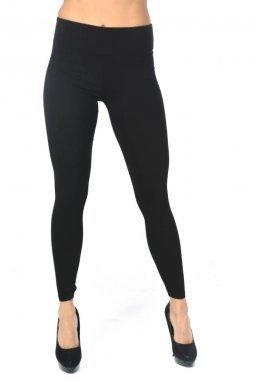 Μαύρο τύπου υφασμάτινο παντελόνι-κολάν με τσεπάκια πίσω και φαρδιά τύπου μπάσκα στη μέση.
