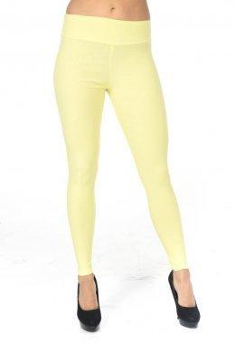 Κίτρινο τύπου υφασμάτινο παντελόνι-κολάν με τσεπάκια πίσω και φαρδιά τύπου μπάσκα στη μέση.