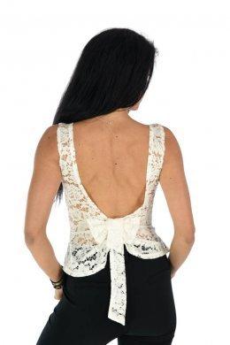 Δαντελωτή μπλούζα αμάνικη με εντυπωσιακή πλάτη με φιόγκο