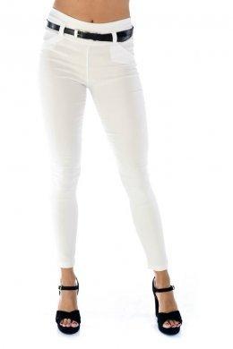 Λευκό υφασμάτινο παντελόνι-κολάν, με ζωνάκι και τύπου μπάσκα