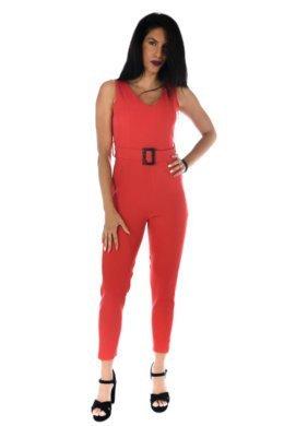 Κόκκινη ολόσωμη φόρμα κρεπ αμάνικη, με ζωνάκι με λεπτομέρεια στη μέση