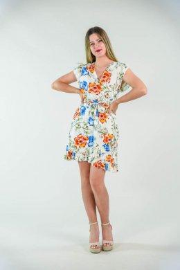 Λευκό mini κρουαζέ φόρεμα με φλοράλ σχέδια και ζωνάκι. Διαθέτει παρτά μανικάκια αρκετά φαρδιά και στη λαιμόψη κάνει κρουαζέ κοψιμο με έντονο V που αναδεικνύει το μπούστο. Στη μέση διαθέτει τύπου ραφή και κάνει μεσάτο κόψιμο. Επίσης διαθέτει και ζωνάκι αρκετά φαρδύ του ίδιου υφάσματος. Από τη μέση και κάτω είναι αέρινο, φαρδύ. Ένα ελαφρύ γυναικείο ρούχο, για καθημερινές εμφανίσεις στη βόλτα ή στη παραλία. Αέρινο και άνετο για όλες τις ώρες και με πολύ ελαφρύ ύφασμα. Το μήκος του φτάνει αρκετά πάνω από το γόνατο και στο τελείωμα κάνει τύπου τρέσα με βολάν. Προτείνουμε να το φορέσεις με κοντό ζακετάκι και πλατφόρμα για έναν απογευματινό καφέ. Αλλιώς μπορείς να το συνδυάσεις με σακάκι και γόβα στο γραφείο. Το ύφασμά του είναι κατά 100% viscose. Μπορείς να το βρεις σε 2 διπλά νουμεράκια με μεγαλύτερο το XL/2XL. Το μοντέλο της φωτογραφίας έχει ύψος 1.72. Ένα φόρεμα που θα λατρέψεις. Σε λευκό χρώμα με φλοράλ λεπτομέρειες.Τα πιο ωραία φλοράλ φορεματα, μονο στο eshop μας!mini κρουαζέ φόρεμα με φλοράλ σχέδια και ζωνάκι
