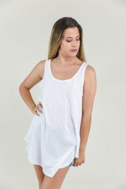 Γυναικείο μπλουζάκι με αθλητικά ραντάκια και ασύμμετρο τελείωμα